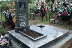 памятники на могилу из гранита 20